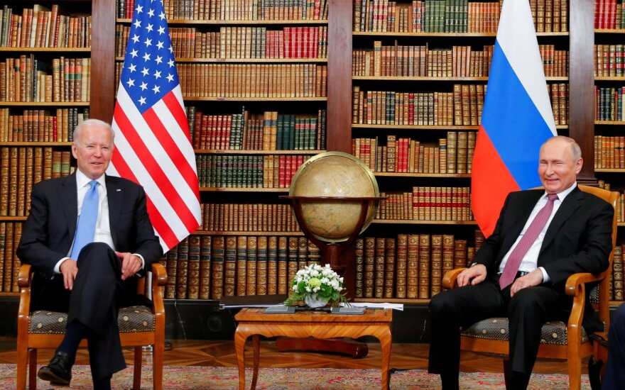 Joe Bidenas ir Vladimiras Putinas susitikime Ženevoje