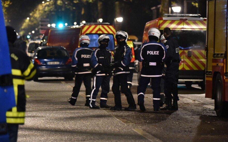 Prancūzijoje apkaltinti du vyrai, siejami su policininkų žudiku