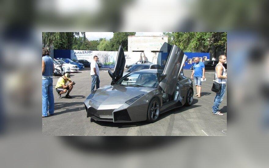 Iš Mitsubishi Eclipse padaryta Lamborghini Reventon kopija