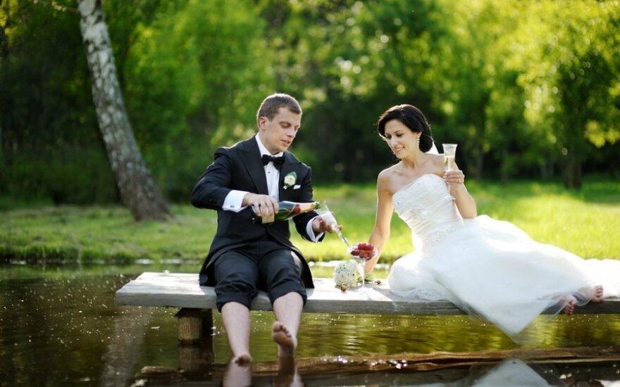Ištekėjusios moters verdiktas: vestuvių svečiai turi dovanoti mažiausiai 300 eurų