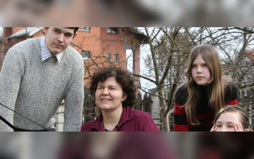 """Laima Bloznelytė-Plėšnienė su šeima (""""Valstiečių laikraščio"""" nuotr.)"""