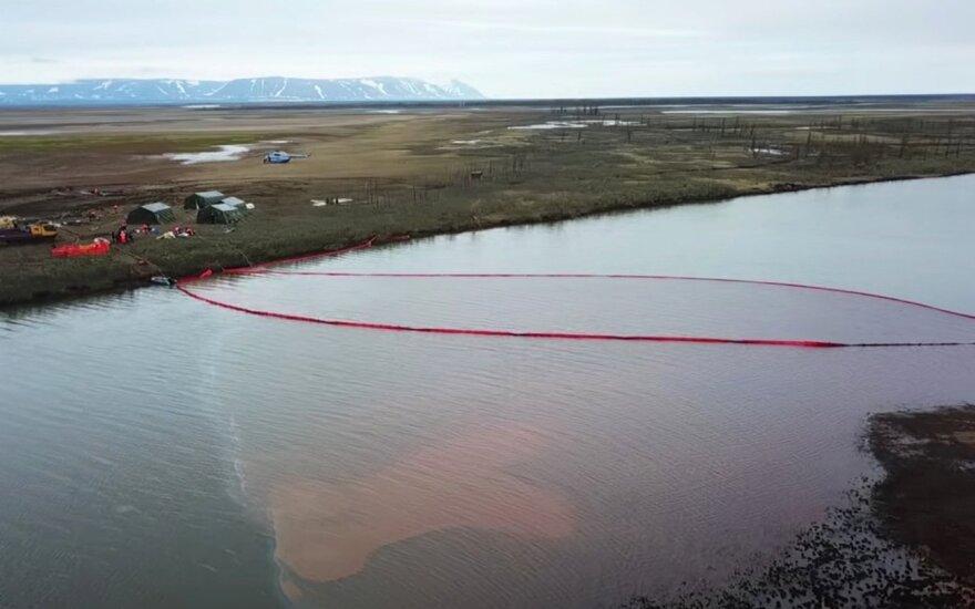 Rusijoje į upę išsilieję degalai kelia nerimą: tai didžiausias išsiliejimas Arktyje