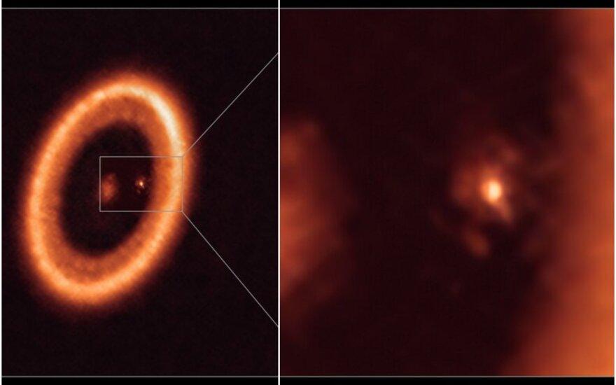 PDS 70 turi dvi planetas, b ir c, ir aiškų protoplanetinį diską.. ALMA (ESO/NAOJ/NRAO)/Benisty/A. Müller nuotr.