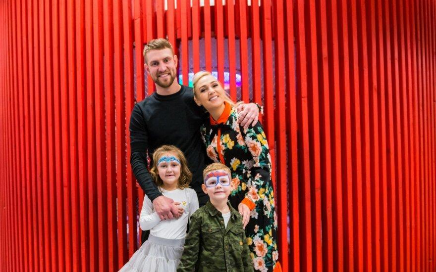Mantas ir Indrė Stonkai jaunėliui sūnui surengė įspūdingą gimtadienį: sveikino ir žinomi bičiuliai