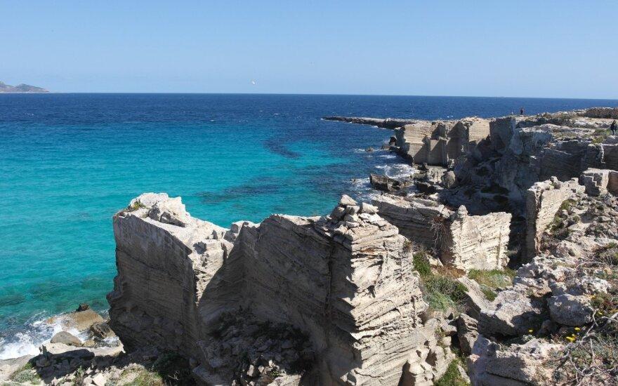 Mažiau žinomos Viduržemio jūros salos vietos: akis džiugina skaidrus upės vandenys, žaliuojanti augmenija ir pasivaikščiojimai po urvus