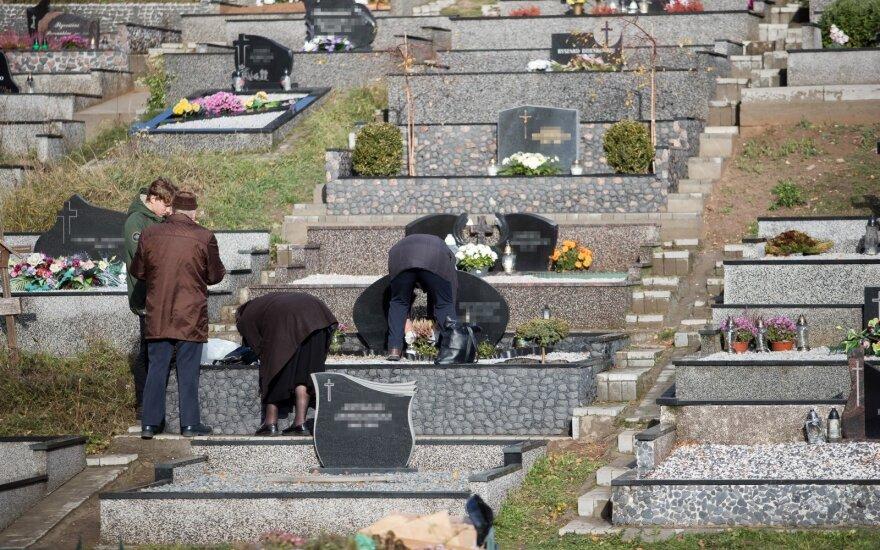 Už kartelį Vilniaus kapinių priežiūros konkurse – 0,4 mln. eurų baudų