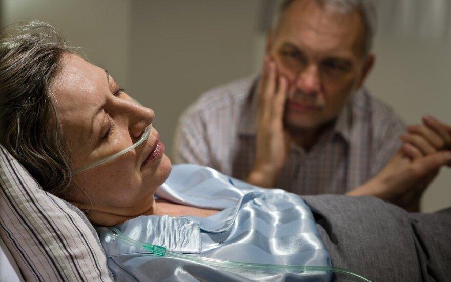 Įstrigę tarp gyvenimo ir mirties: ar turime teisę rinktis?