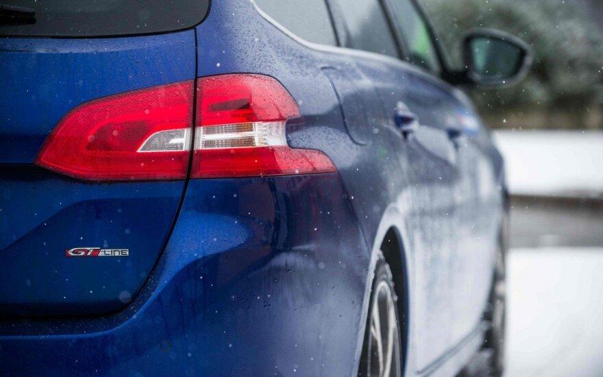 Dalijimasis automobiliais – sutaupo ir įmonės, ir darbuotojai