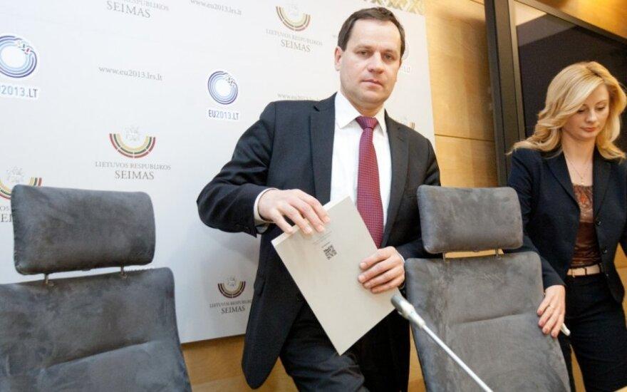 Į prezidento kėdę nusitaikęs V. Tomaševskis – prieš D. Grybauskaitę ir automobilių mokestį