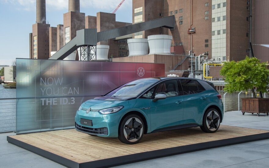 """Išbandėme geidžiamiausią pasaulio elektromobilį: naujo """"Volkswagen ID.3"""" testas"""