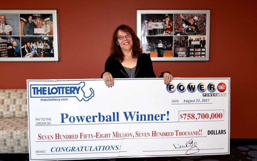 """JAV loterijoje rekordinį """"aukso puodą"""" išlošusi moteris metė darbą"""