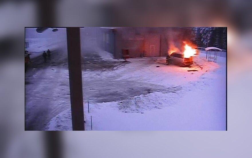 Ramoniškių pasienio punkte sudegė muitininkų tikrinamas mikroautobusas