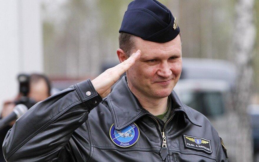 Oro pajėgų vadas sprendimą jį nušalinti nuo pareigų skundžia teismui