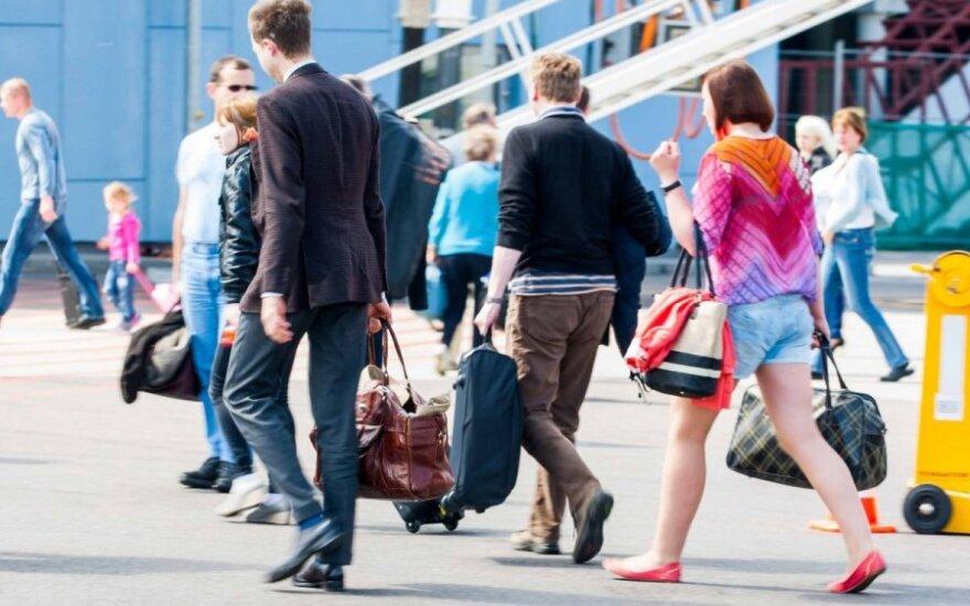 Prognozuoja kylant penktą emigracijos bangą, kuri iš esmės skirsis nuo buvusių