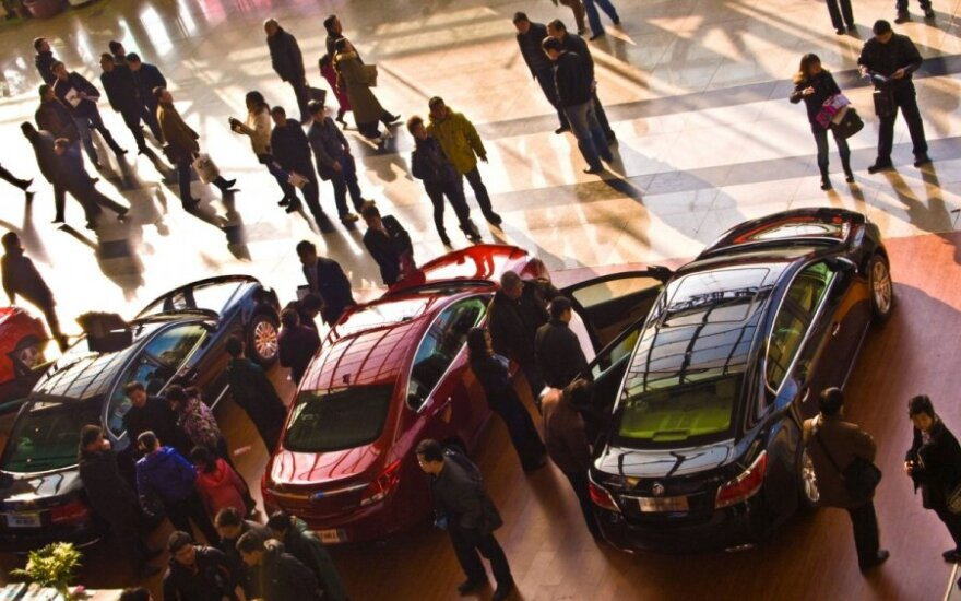 Atsigaunantys automobilių pardavimai rodo kylančią euro zonos ekonomiką