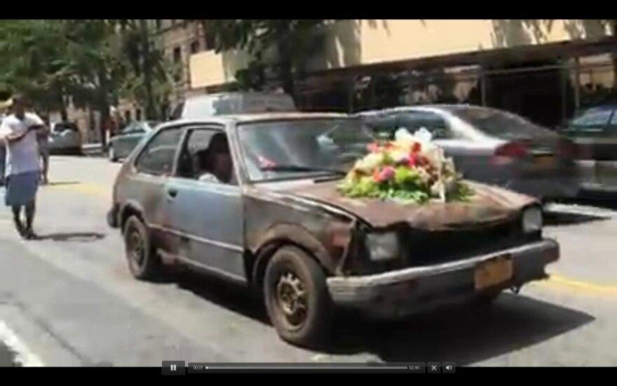 Surūdijusio automobilio laidotuves