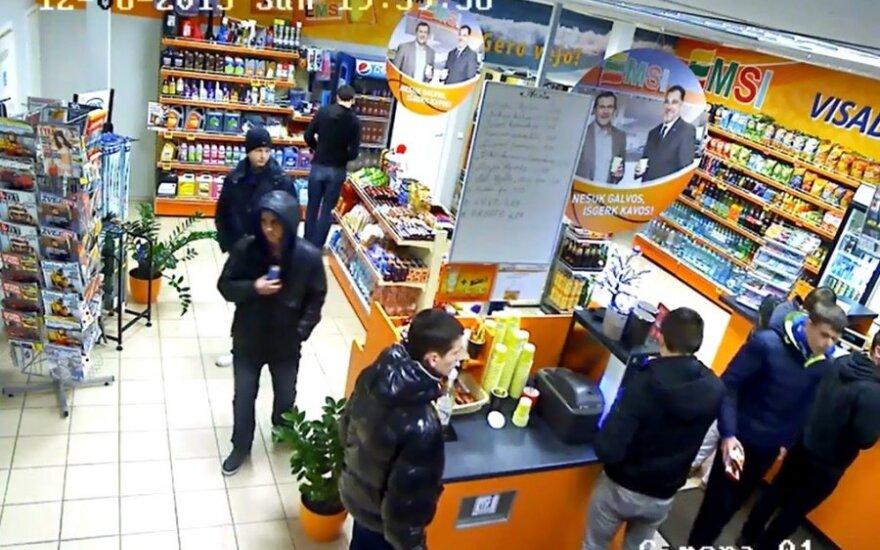 """Klaipėdos """"Neptūno"""" fanai nufilmuoti vagiliaujantys degalinėje"""