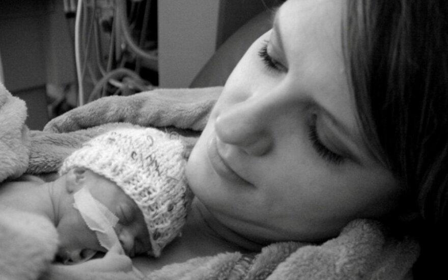 Žymios neišnešiotų naujagimių mamos: džiugino net mažiausi vaikų pasiekimai