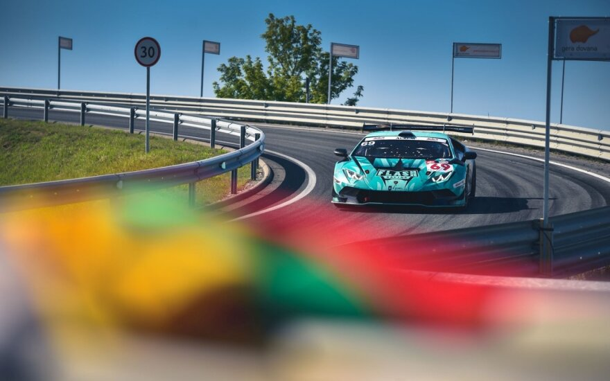 """Porsche Club by LG OLED"" komanda"