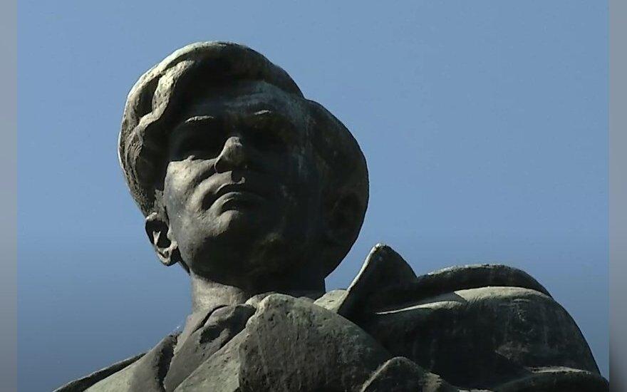 Vilniaus politikai spręs dėl Cvirkos, Žaliojo tilto skulptūrų likimo
