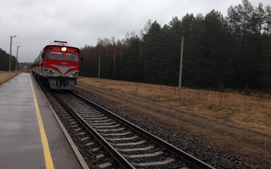 Traukinys mirtinai sužalojo vyriškį
