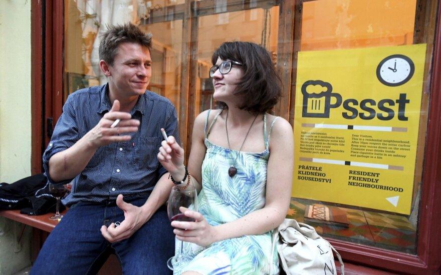 Čekija prarado rūkalių rojaus statusą: nuo šiol bus draudžiama rūkyti viešose vietose