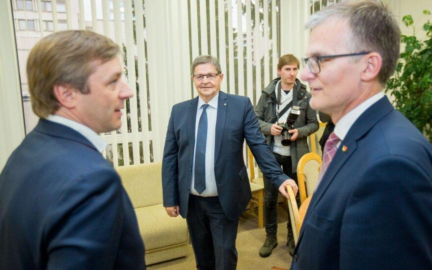 Ramūnas Karbauskis talks to Julius Sabatauskas