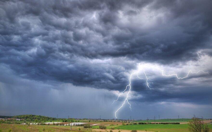 Orai: po ketvirtadienio perkūnijos lauks puikios permainos