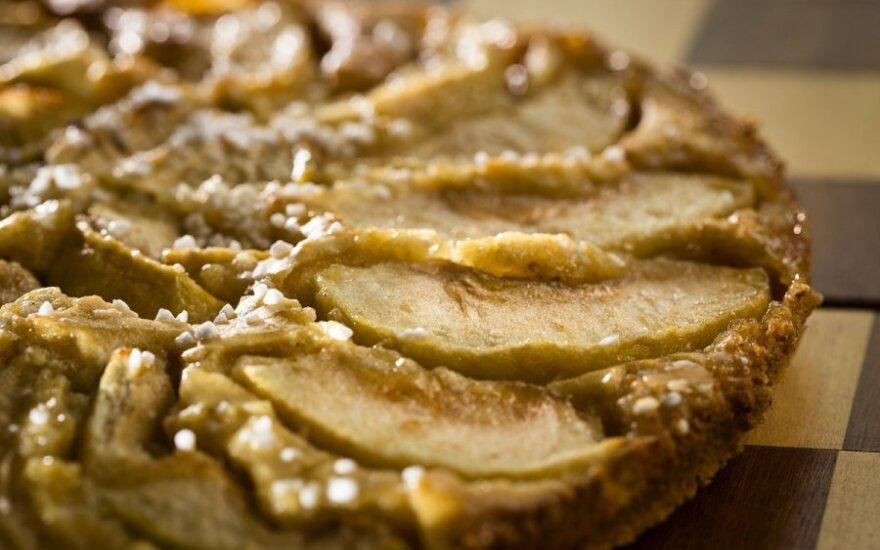 Avinžirnių ir obuolių pyragas
