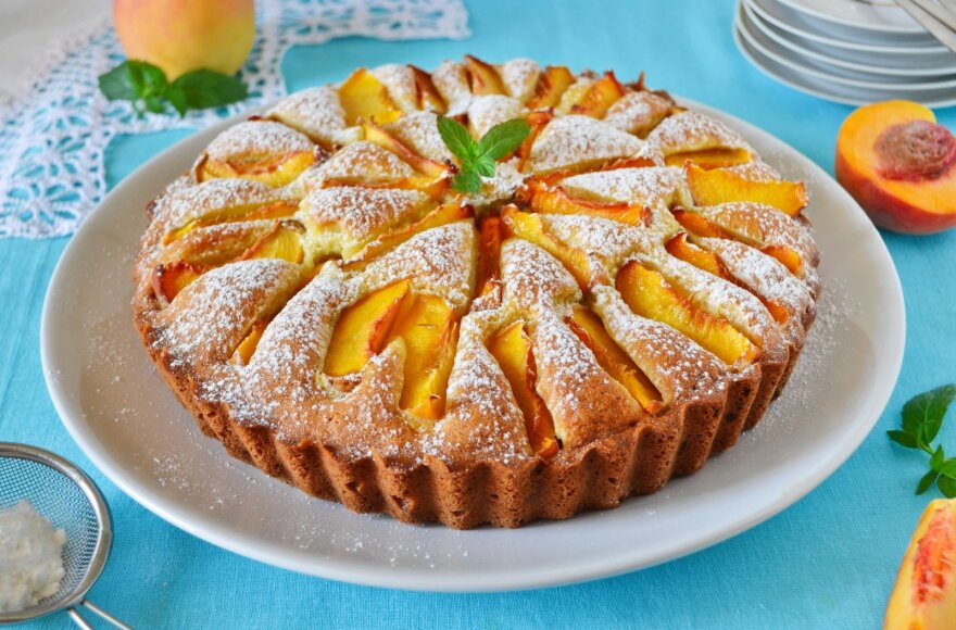 Skanus ir aromatingas pyragas su persikais