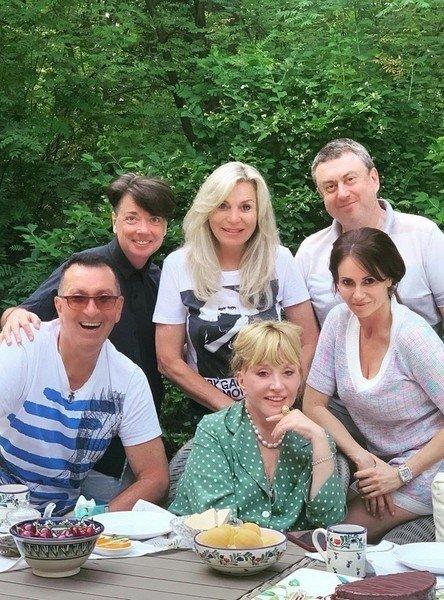 Ala Pugačiova su draugais