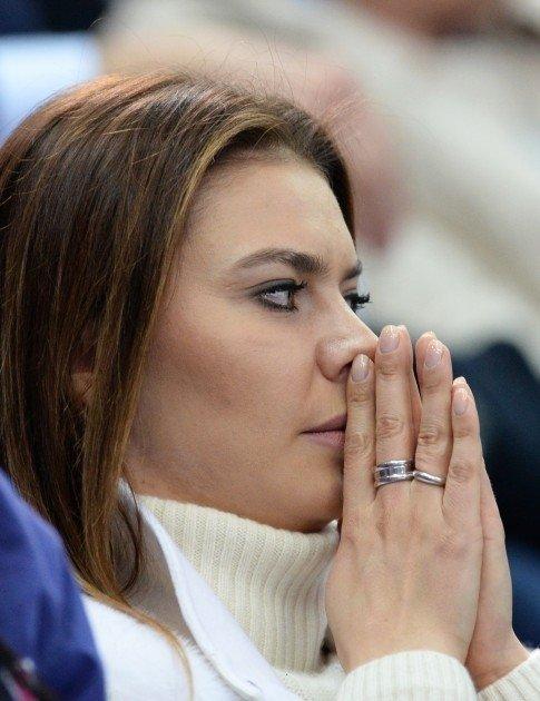 ФОТО: На руке Алины Кабаевой заметили обручальное кольцо