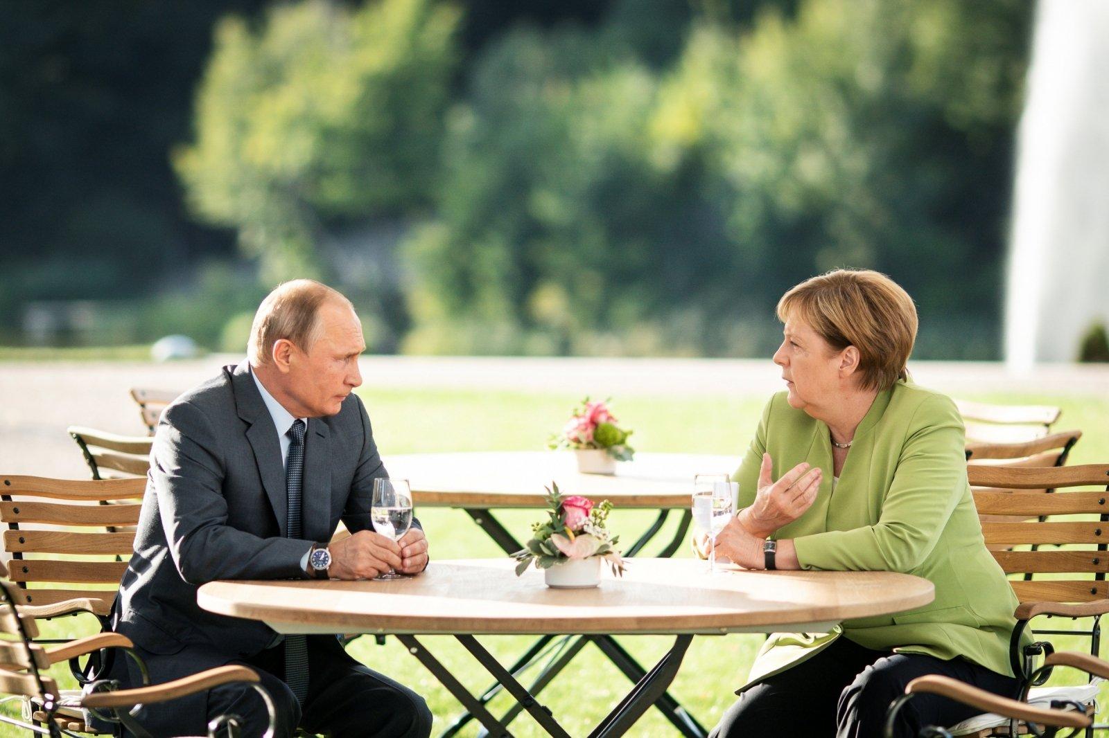 Глава Минобороны ФРГ требует новых мер против РФ из-за убийства чеченца в Берлине