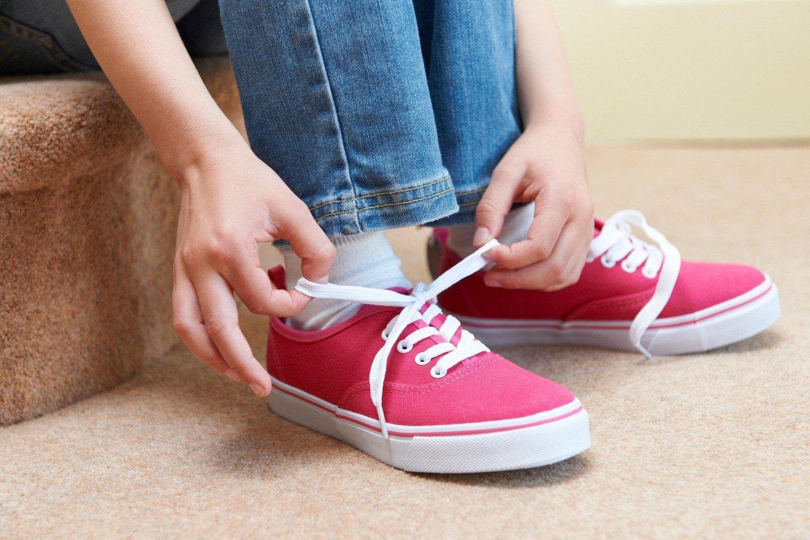 Североамериканская компания отозвала изпродажи ботинки, оставляющие следы ввиде свастики