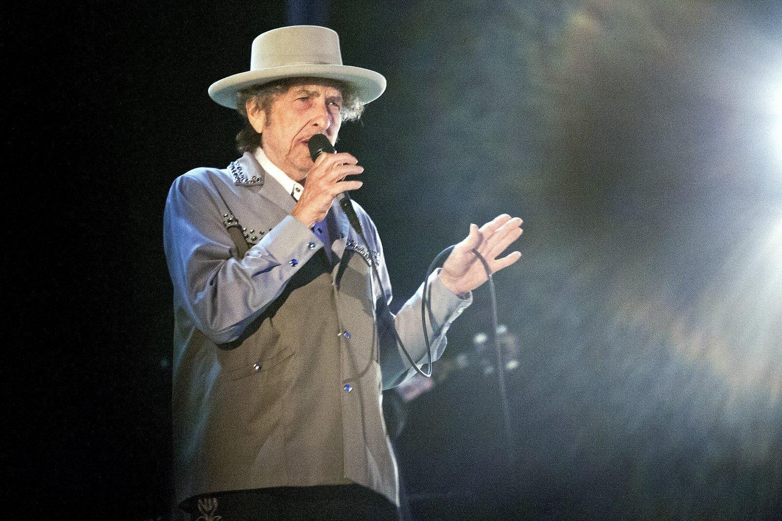 Боб Дилан решил принять Нобелевскую премию