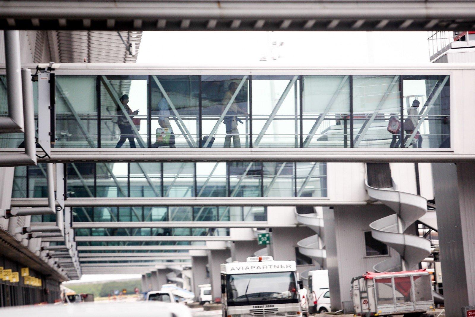 Briuselio oro uostas iki antradienio lieka uždarytas - DELFI