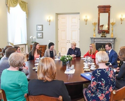 Dalia Grybauskaitė su ekspertais
