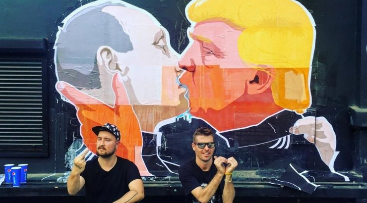 trump and putin embrace in passionate kiss in lithuanian