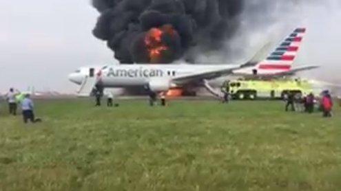 Ваэропорту Чикаго зажегся самолет, накотором находились 170 пассажиров