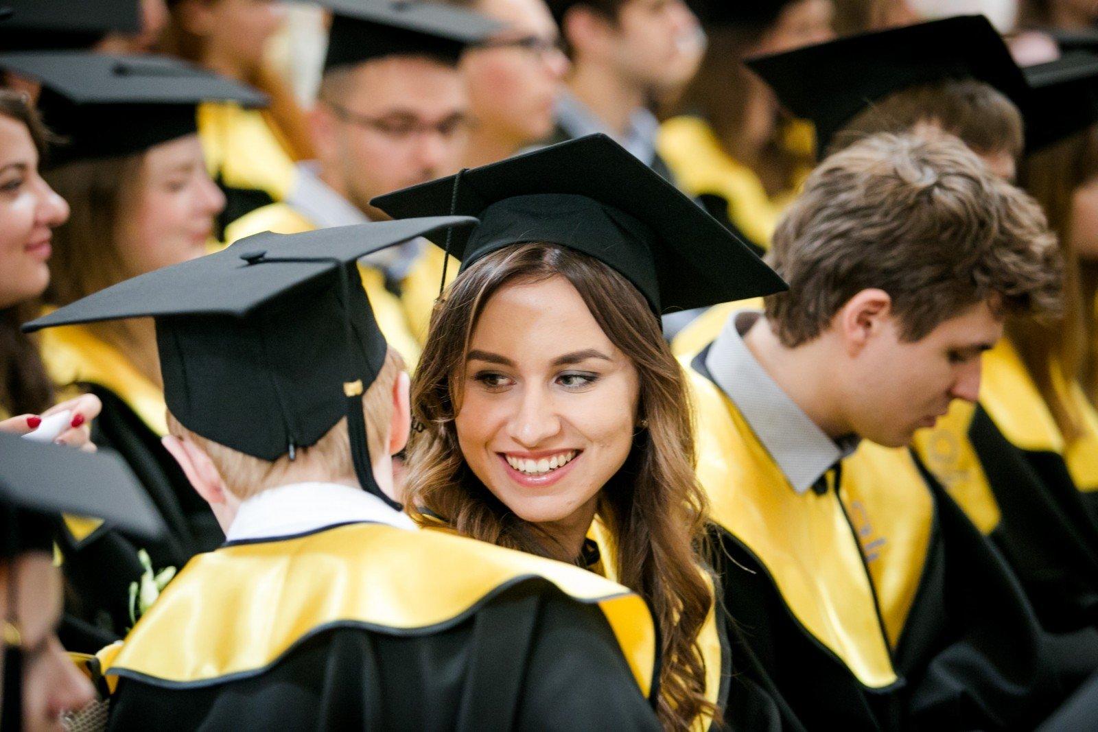 В Вильнюсе торжественная церемония вручения дипломов выпускникам  В Вильнюсе торжественная церемония вручения дипломов выпускникам ЕГУ