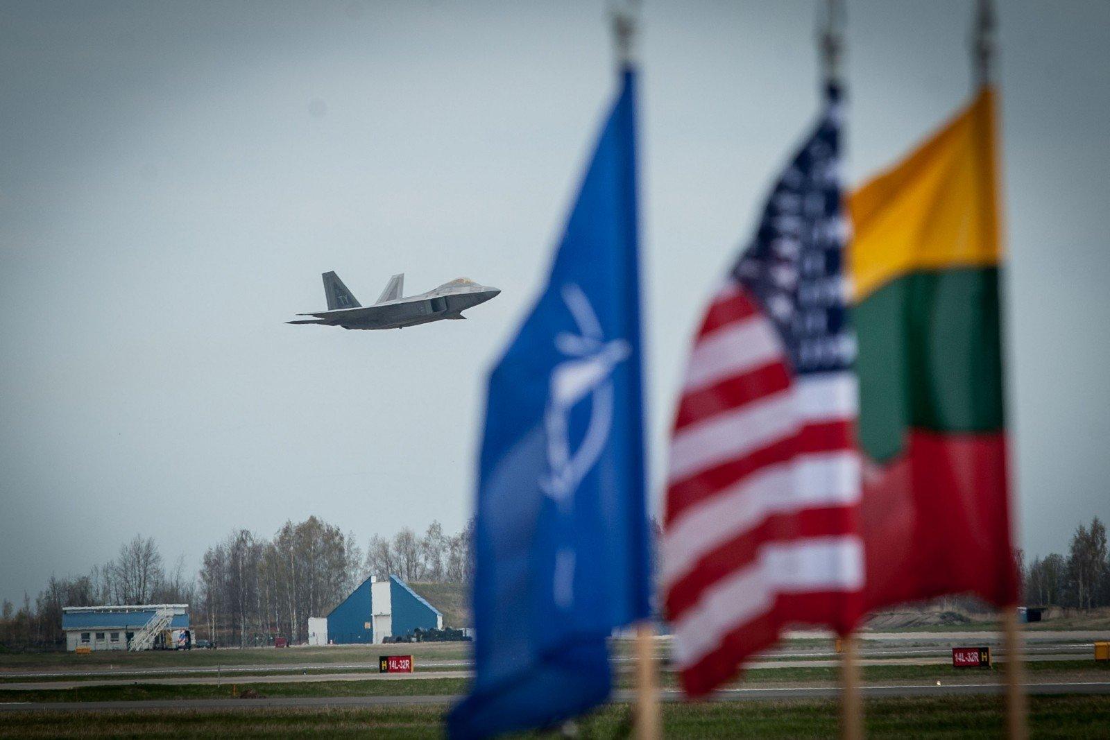 НАТО укрепит базовые группы вПрибалтике деталями ВВС иВМС