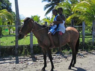 Vaikai ant arklio (Gvatemala)