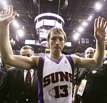 """Steve'as Nashas ir """"Suns"""" - konferencijos pusfinalyje"""