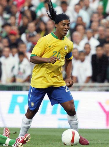 Ronaldinho žaidžia su šypsena veide