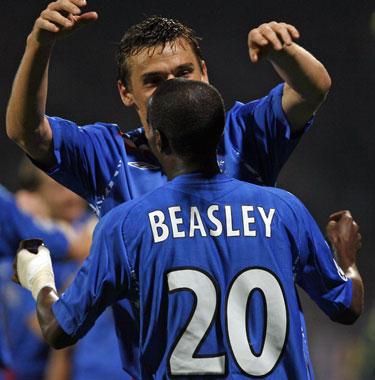 """DeMarcusą Beasley (""""Rangers"""") sveikina klubo draugas"""