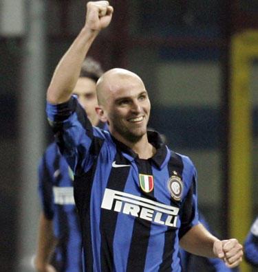 "Estebanas Cambiasso (""Inter"")"