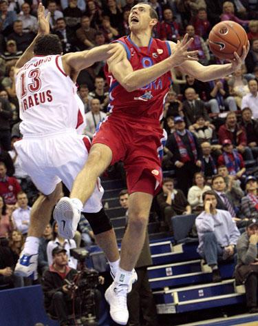 Atakuoja Ramūnas Šiškauskas (CSKA)