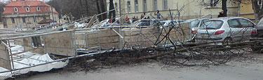 Nuvirtę pastoliai Maironio gatvėje, Vilniuje
