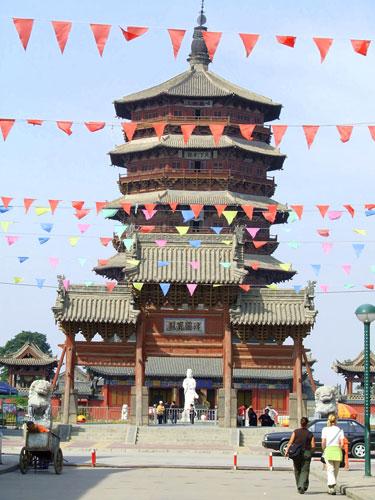 Milžiniška medinė pagoda