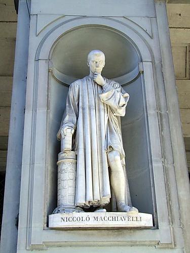 Florencija. Makiavelio skulptūra prie Ufiči galerijos